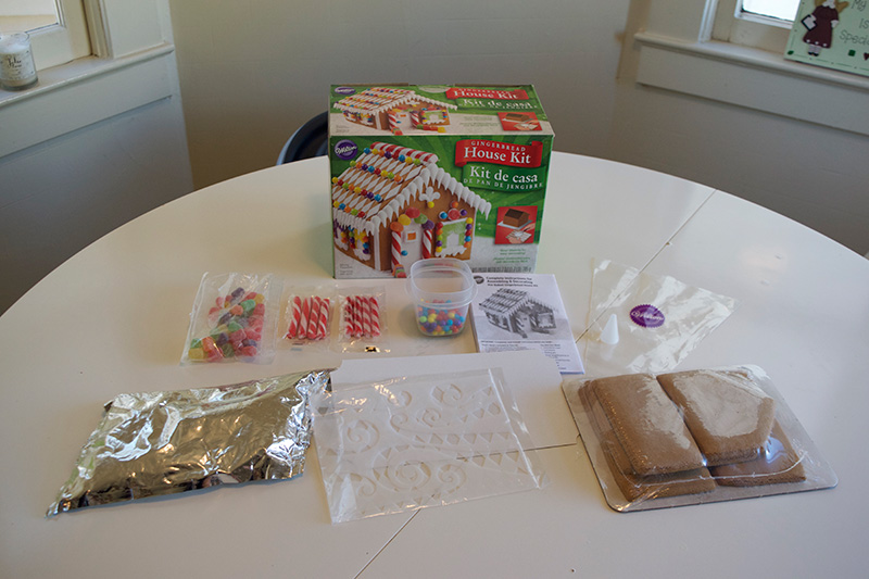 Wilton-Gingerbread-House-1