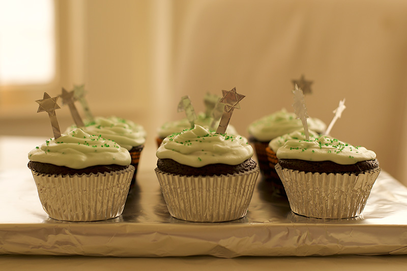 easy-halloween-chocolate-and-peppermint-cupcakes